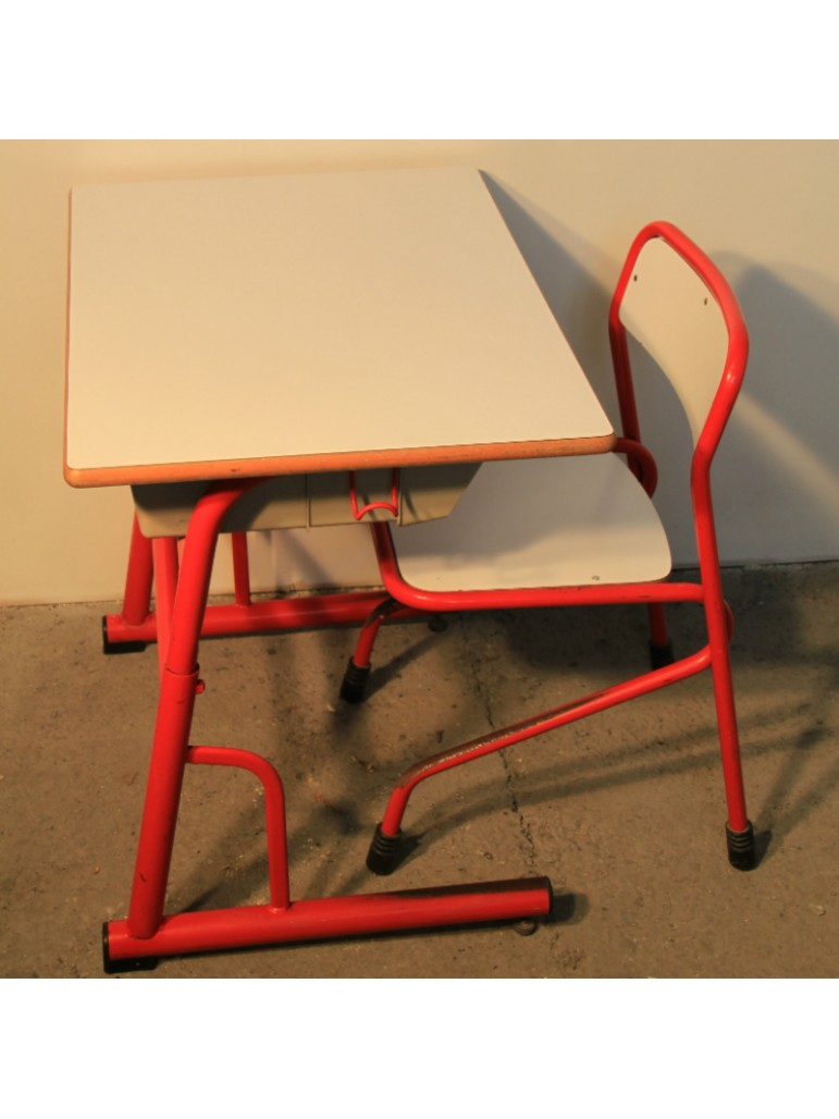 bureau enfant en metal rouge. Black Bedroom Furniture Sets. Home Design Ideas